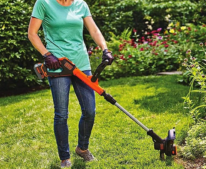 Black+Decker LSTE523 20-Volt String Trimmer